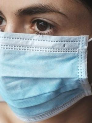 mascaras-luvas-e-lencos-usados-devem-ser-descartados-no-lixo-comum-A0Uk